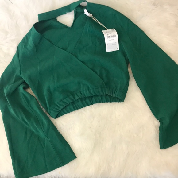 3257825358c869 Green Zara crop top with flared sleeves
